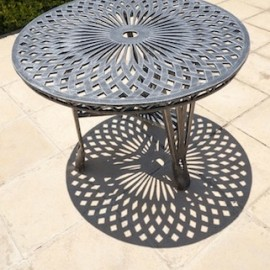 King Classic Table (100cm Diameter)