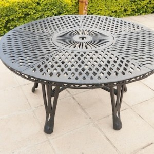 King Classic Table (150cm Diameter)
