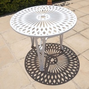 King Classic Table (85cm Diameter)